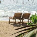 пляж чистый и пустынный