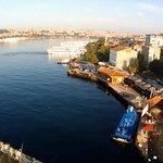 galata köprüsünden tarihi yarım adanın sahili