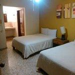 Hotel familiar, estacionamiento, t.v., a/c precio accesible