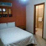 hotel familiar, estacionamiento, t.v., a/c, precios accesibles