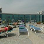 Бассейн  на крыше отеля Holiday Inn в Шардже