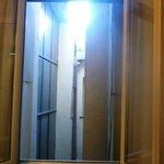 vista dalla stanza( si rischia che entrino i piccioni perchè la tapparella esterna non si chiude