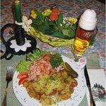 Wurstsalat mit Bratkartoffeln. Vesper Sonntags ab 14.30 Uhr, Mittwoch bis Samstag ab 17 Uhr.