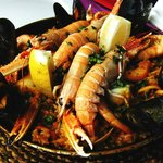 Massive ingredients, such as scampi, prawns, musseles, clams and squid.