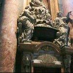 Veduta dell'interno della Basilica di San Pietro