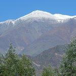 El imponente Cordón del Plata, visto desde Cabañas Andinas