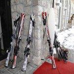 Лыжи у отеля