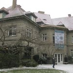Pittock Mansion at the beginning of the snow storm