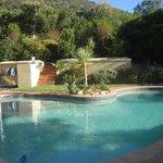 mooi en heerlijk zwembad met verwarming voor iets koudere dagen