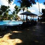 piscine principale avec accès direct à la mer