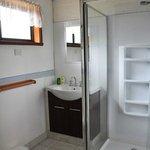 spacious & clean bathroom / good water pressure in shower