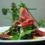 Parma, fig & gorgonzola salad
