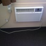 It was winter, so we did not use it, but the air conditioner also looked new.