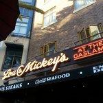 Lou & Mickeys restaurant
