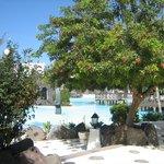 vue sur la piscine de l'hôtel