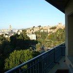 Vista dal terrazzino della stanza al decimo piano dell'Hotel