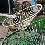 Hermosas sillas en el jardín