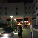 В одном из внутренних дворов отеля 23.01.2014 с моей замечательной маленькой подружкой!