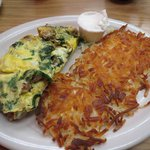 Sausage, mushroom and spinach omelet with hash browns