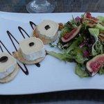 Goats cheese, fig & walnut green salad