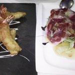 Langostinos ciegos y ensalada templada con jamón iberico y setas