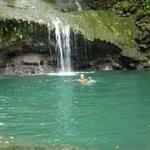 Der grosse Wasserfall mit Pool.