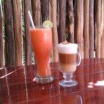 Strawberry & Mango fruitwater plus cappuccino