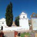 vista de frente, la Iglesia de Uquía