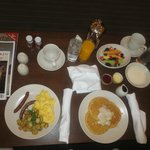 In room dining: breakfast