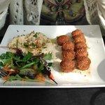el falafel acompañado de humus bde uenisimo