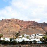 Le volcan derrière l'hôtel