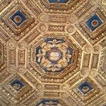 un plafond à caisson