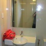 Vanity, washbasin
