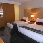 Double room (1 king-size bed & 1 twin)