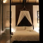 bed with functional mosquito net (not necessary)