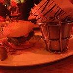 Hamburger New York- Frites maison excellentes