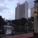 Vom River mit Blick auf das Hotel
