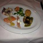 Fischvorspeise: Muschelsulz, geb.Lachs, Garnelen, Sardinen, Oktopus