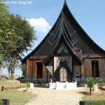 Maison noire à Chiang Rai