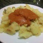 Patatas a lo pobre con mojo picon