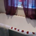 Allium room's roll top bath decorated for Valentine's Day