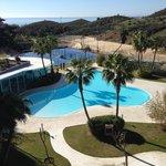 Aussen Pool mit Beachvolleyball und Tennisplätzen