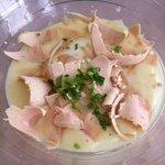 voorgerecht de crème van aardappel met gepocheerd ei en truffel