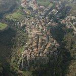 La fiabesca Vitorchiano vista dall'alto
