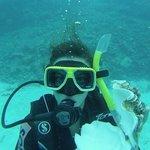 Mia moglie in immersione guidata..conciglione toccato solo per la foto!