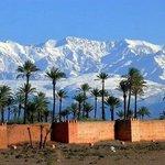 la neige et les remparts de Marrakech