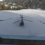 atterraggio elicottero davanti hotel