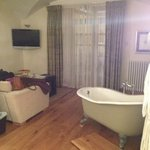 did I mention the bath in the room?