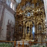 Interior de la iglesia chapado en hoja de oro.