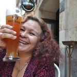 Yo disfrutando una super Paulaner en Bar O´Haras en la bella Salamanca